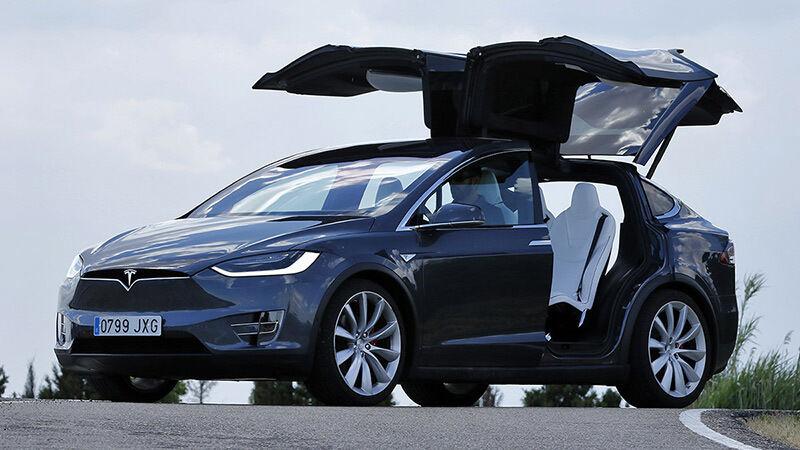 2016-tesla-model-x-specs-review-and-details-likeautomotive.com_-2
